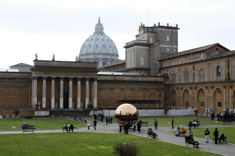 Двор Ватикана