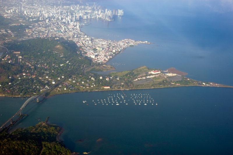 Panama city и вход в канал из Тихого океана