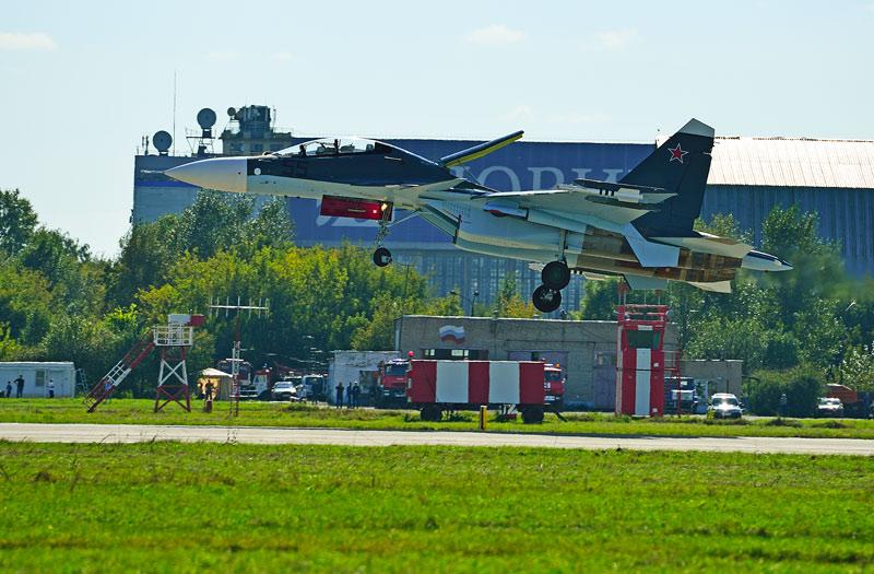 Су-30СМ. Посадка. Авиашоу 56.