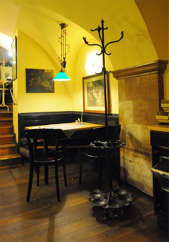 Вена. Пивной ресторан Бирклиник. Gosser Bierklinik. 7