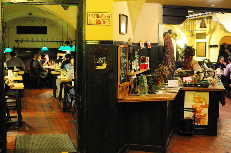 Вена. Пивной ресторан Бирклиник. Gosser Bierklinik. Vienna. 23