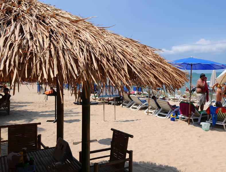 Паттайя. Кози Бич. Еда на пляже. Pattaya. 65