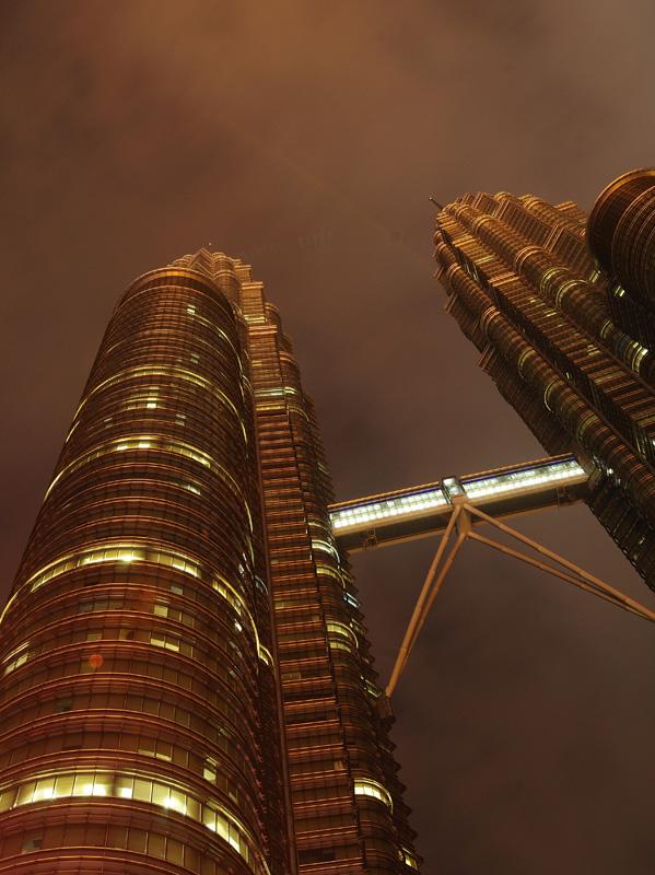 Петронасы ночью без подсветки. Night Petronas. 44