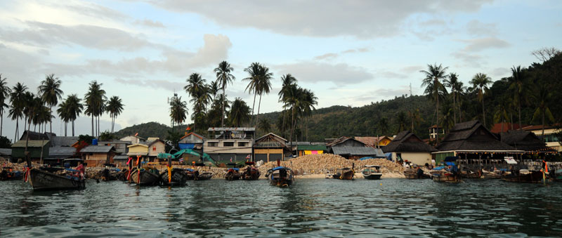 Пи-Пи Ле. Идём на лодке с острова Пи-Пи Дон. 183