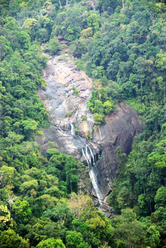 Лангкави. Водопад с канатной дороги. Langkawi. Waterfall.