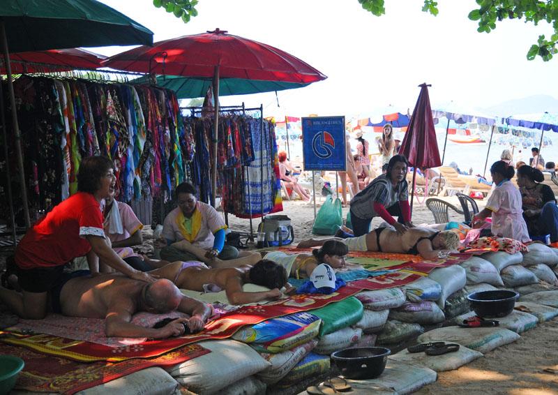 Паттайя. Кози Бич. Массаж на пляже. Pattaya. 40