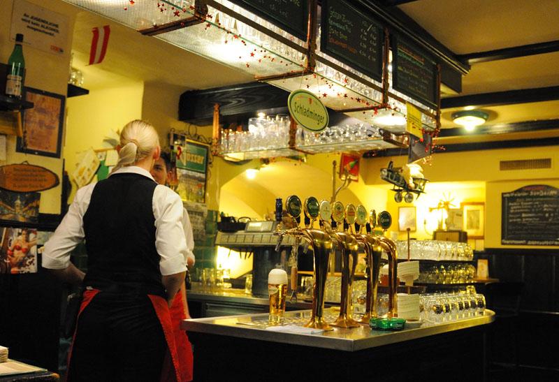Вена. Пивной ресторан Бирклиник. Gosser Bierklinik. Vienna. 24