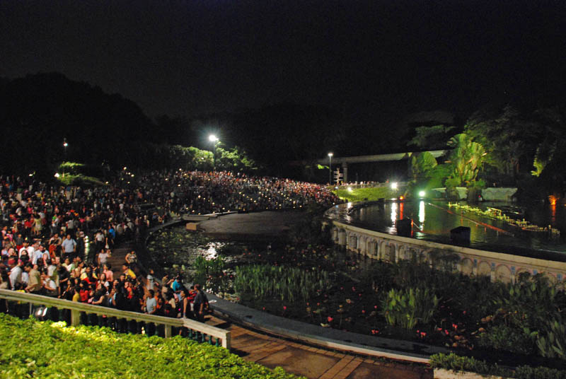 Сингапур . Сентоза. Лазерное шоу.