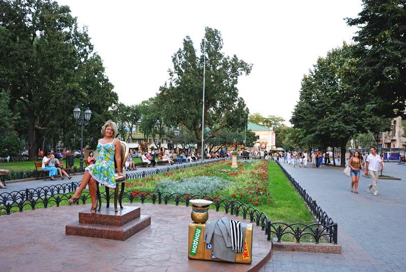 Одесса. Памятник 12 стулу. Odessa.